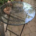 Tische  für drinnen und draußen